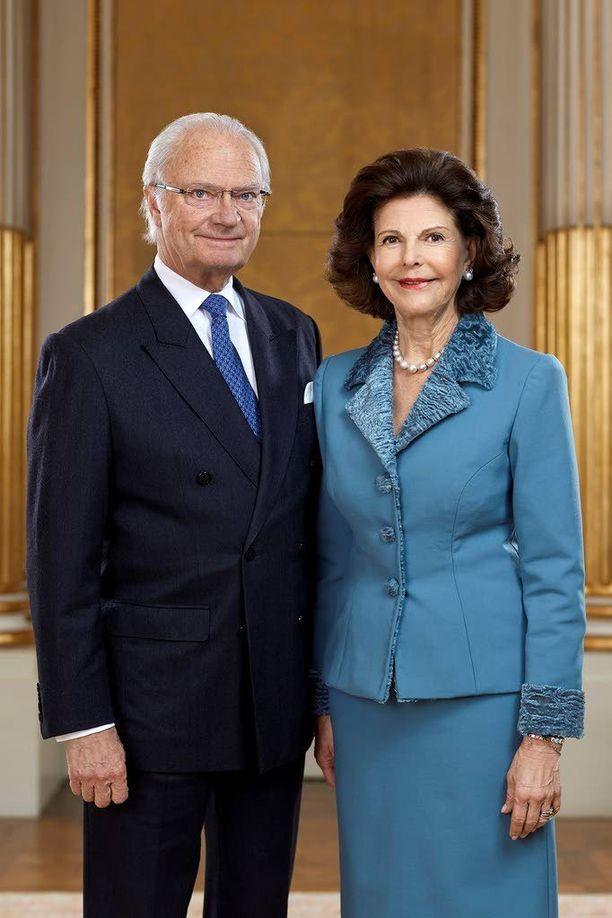 Kuningas Kaarle XVI Kustaa ja kuningatar Silvia kuninkaan 70-vuotispäivänä 30. huhtikuuta 2016 otetussa kuvassa.