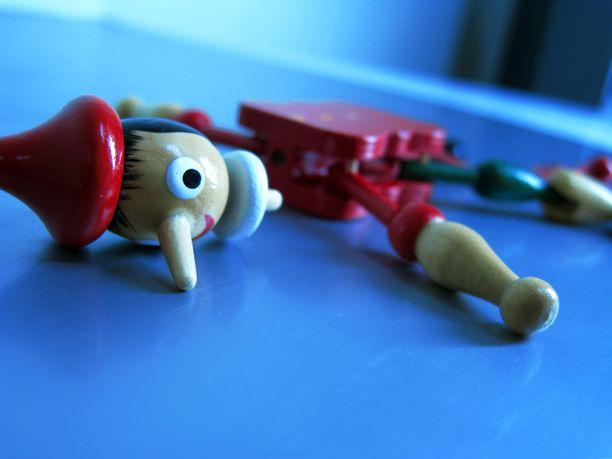 Alle 3-vuotiaalle tarkoitetusta lelusta ei saisi kovassakaan käsittelyssä irrota pieniä osia.