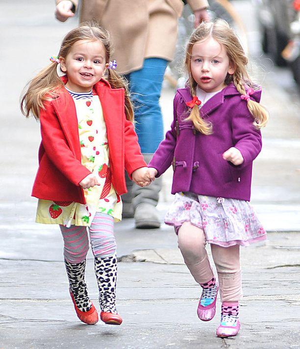 Tiistaina Marionilla oli punainen takki ja Tabithalla violetti.