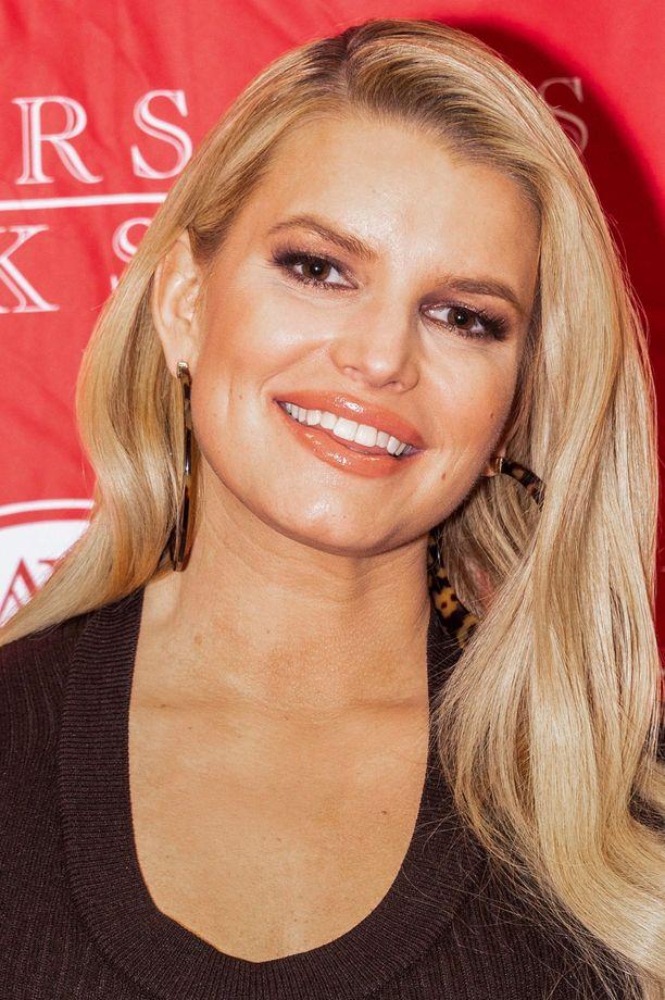 Jessica Simpson tähditti Kyyhkyläiset-realitya yhdessä ex-miehensä Nick Lacheyn kanssa vuodet 2003-2005.