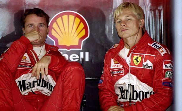 Mika Salo (oik.) joutui antamaan tietä Eddie Irvinelle Hockenheimissa 1999.