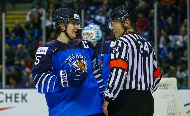 Pikkuleijonien kapteeni Aarne Talvitie pelaa Kanadaa vastaan Suomen ykkösketjussa.
