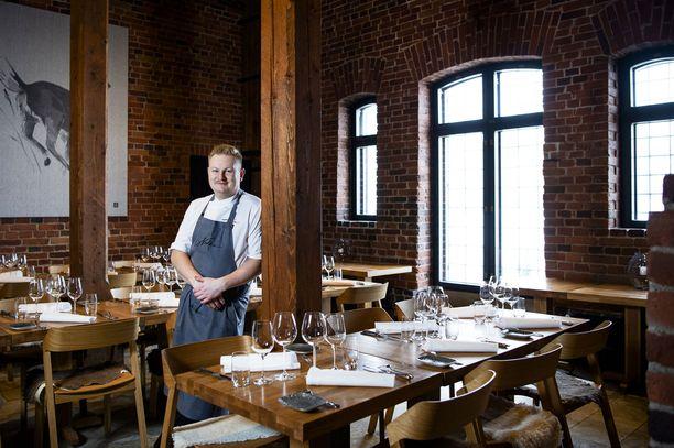 Ravintola Nokan keittiöpäällikkö Ari Ruoho pitää suomalaisen ruoan puolta.
