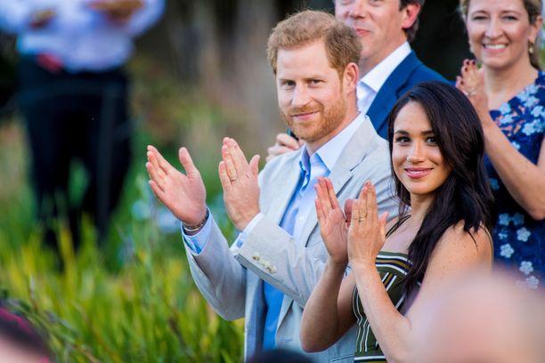 Harryn ja Meghanin Archewell-järjestö tekee kaupallisia yhteistöitä, joten pariskunta ei saa käyttää kuninkaallista monogrammiaan järjestön viestinnässä.