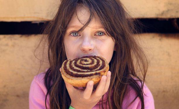 Eviran mukaan pienten lasten ei pitäisi syödä useita kanelilla maustettuja tuotteita päivittäin.