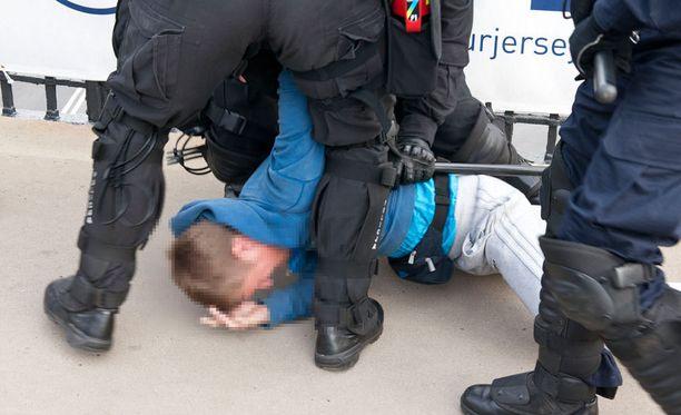 Poliisin täytyy pystyä perustelemaan tekonsa jälkeen päin.