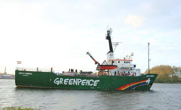 Venäläiset takavarikoivat Arctic Sunrise -aluksen vuonna 2013.