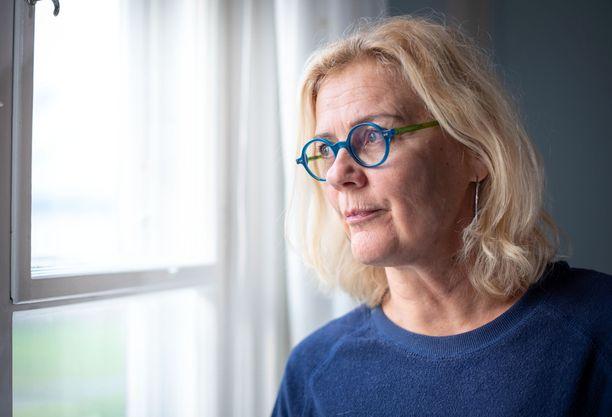 Bettina Sågbom kertoo, että hän on alkanut vastikään kunnolla käsitellä surua miehensä poismenosta.