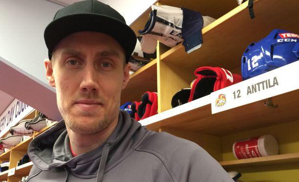 203-senttinen Anttila on KHL:n pisin pelaaja.