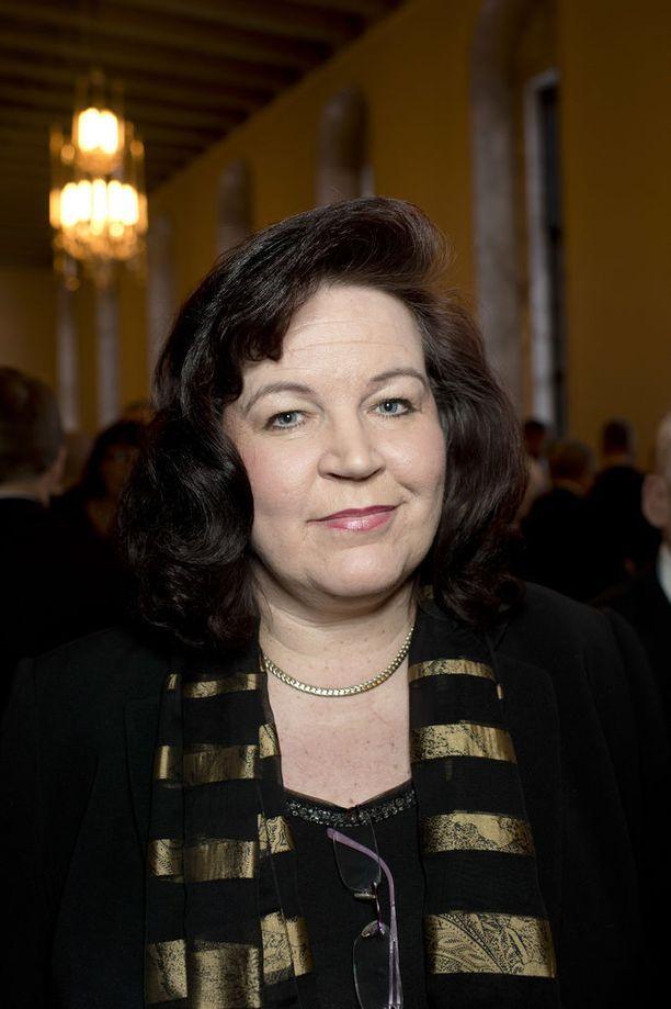 Ex-ministeri Anne Holmlund ei halunnut vastata sopeutumiseläkettä koskeviin kysymyksiin.