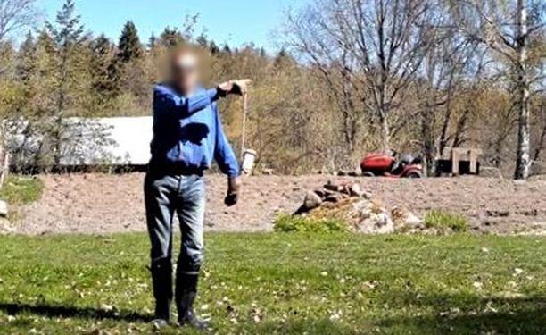 Kännykkäkamera tallensi, kun sukulaismies tuli naapurin puolelle uhoamaan ja uhkailemaan.