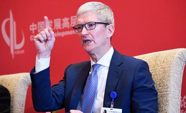 Applen toimitusjohtaja Tim Cook otti kantaa Facebookin ympärillä vellovaan kohuun lauantaina Pekingissä.