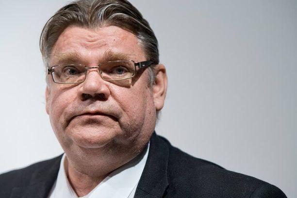 Timo Soini nimittelee homoliittojen kannattajia tärähtäneiksi blogissaan.
