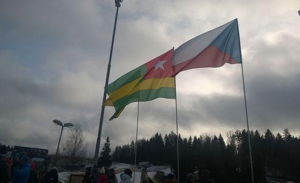 Togon lippu - ei aivan jokapäiväinen vieras Tehvandin hiihtostadionilla.