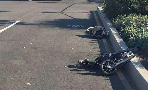 Lastenvaunut tuhoutuivat täysin kolarissa.