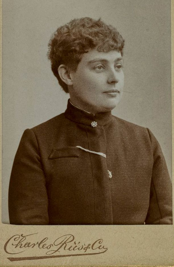 Opettaja Vera Hjelt, työsuojelun uranuurtaja ja kansanedustaja.