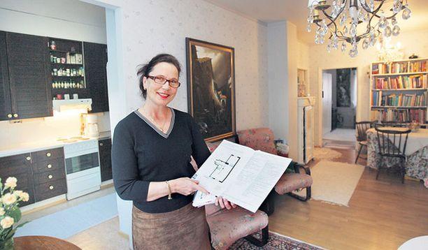 TEHDÄÄNKÖ KAUPAT? Kiinteistönvälittäjä Anne Koivisto pitää Meilahdessa sijaitsevaa kaksiota malliesimerkkinä Helsingin keskimääräisestä hintatasosta.