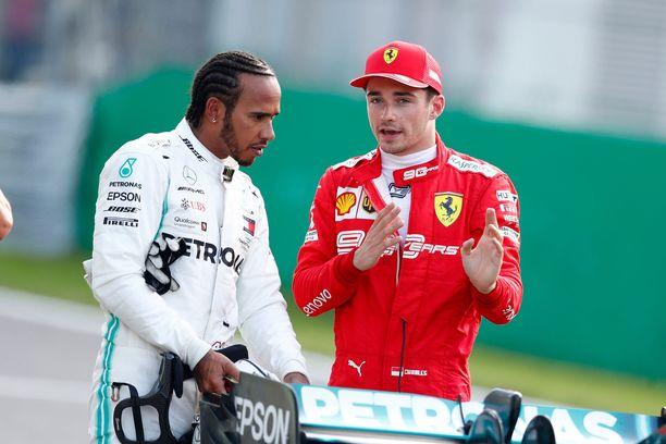 Lewis Hamilton on ajanut vuodesta 2013 Mercedeksellä. Siirtyisikö hän ensi kauden päätteeksi Ferrarille Charles Leclercin tallikaveriksi?