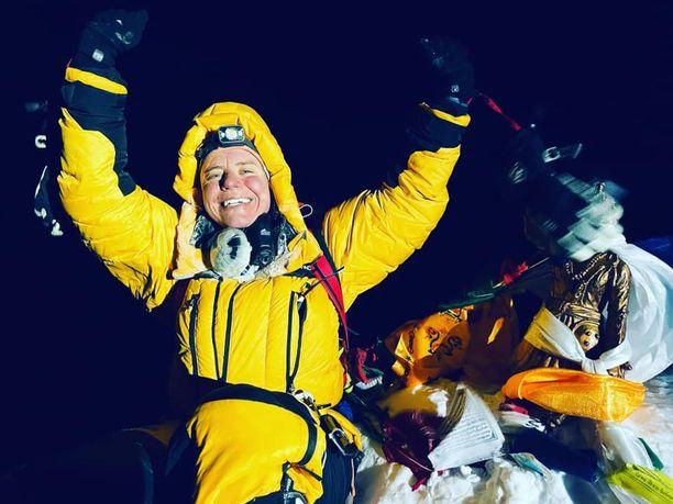 Huipulla! Anni Penttilä saavutti maailman korkeimman vuoren huipun 24.5.2021.