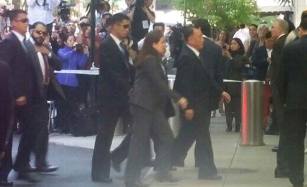 Pohjois-Korean edustaja, kenraali Kim Yong-chol (oik.) saapuu tapaamiseen Yhdysvaltain ulkoministeri Mike Pompeon kanssa New Yorkissa.