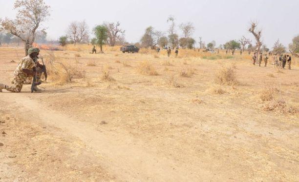 Maaliskuussa otetussa kuvassa maan hallituksen sissit valmistautuvat iskuun Boko Haramia vastaan.