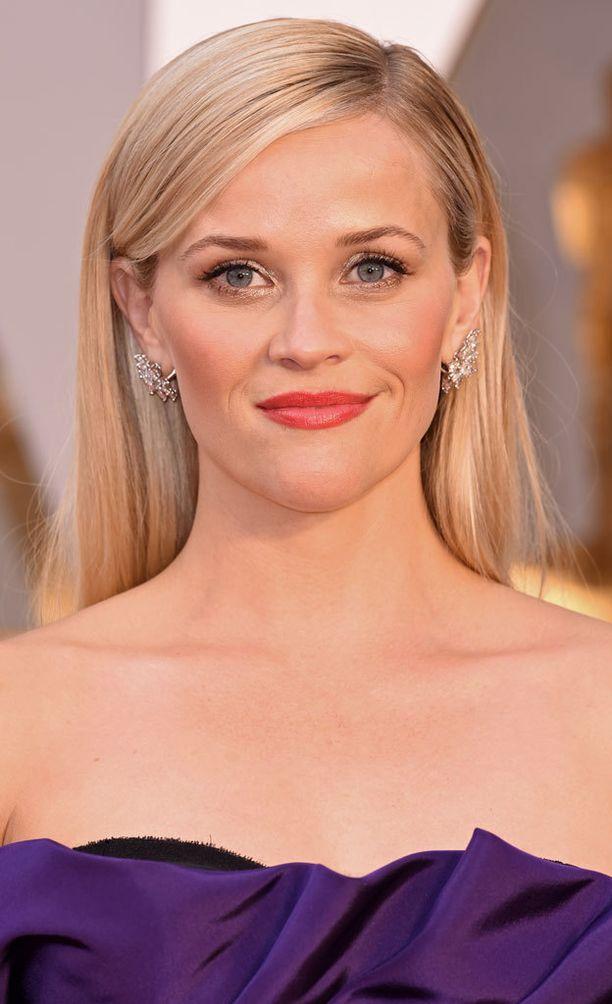 Reese Witherspoon näyttäytyi hehkeänä Oscar-gaalassa.