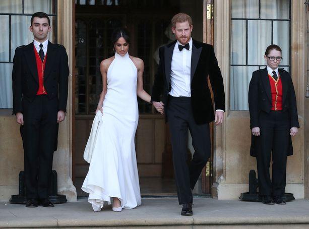 Häävastaanotolla herttuatar edusti elegantissa Stella McCartneyn valkoisessa luomuksessa.