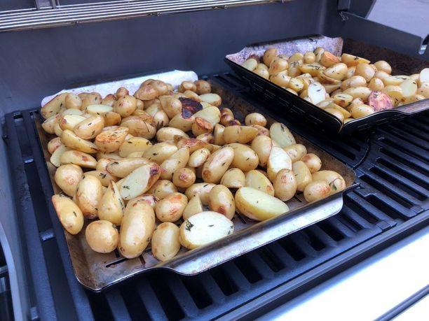 Timjami sopii hyvin grillattujen perunoiden mausteeksi.
