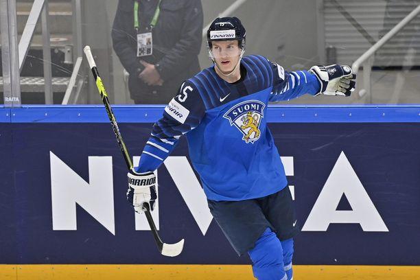 Anton Lundell on iskenyt MM-kisoissa jo 4+2 tehopistettä. Lauantaina 19-vuotias lupaus kohtaa välierässä Saksan.
