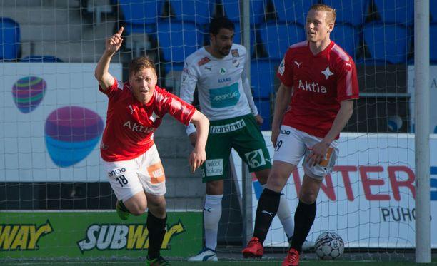 HIFK:n Matias Hänninen juhlii maaliaan IFK Mariehamnia vastaan.