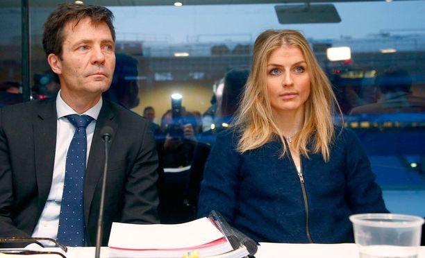 Therese Johaugin ja asianajaja Christian B. Hjort kuvattuna Oslossa tammikuussa.