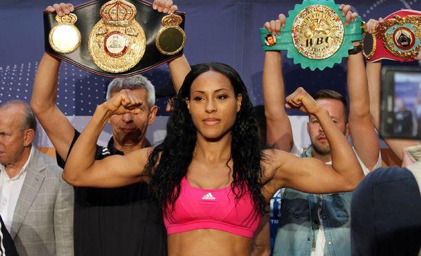 Cecilia Bräkhus on nyrkkeilyn kirkkaimpia naistähtiä.