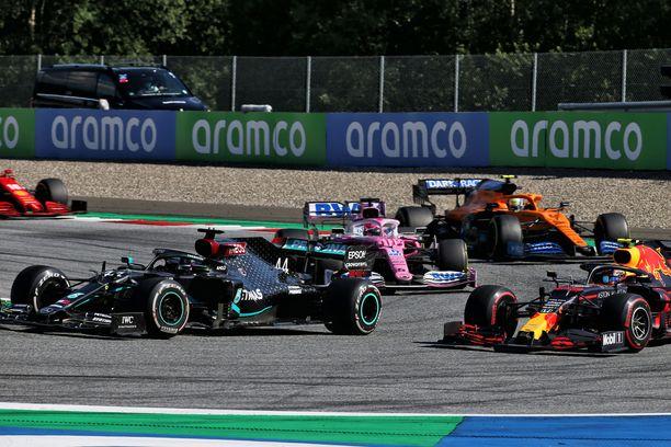 Red Bullin Alexander Albon oli erittäin lähellä onnistunutta ohitusta Lewis Hamiltonista.