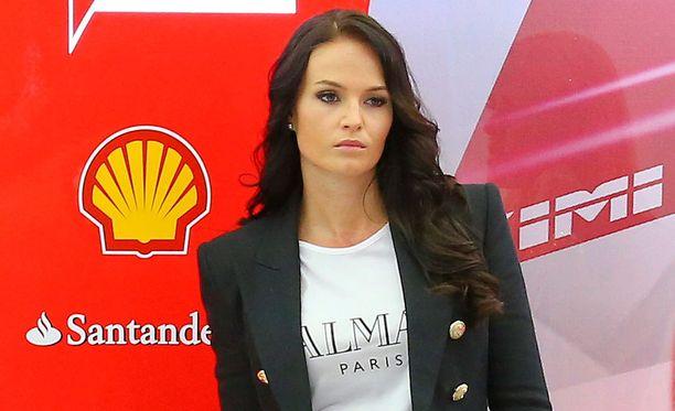 Minttu Virtanen seurasi rakkaansa kisoja Bahrainissa huhtikuussa.