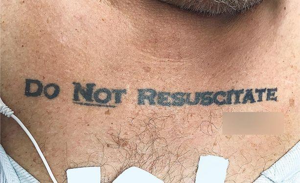 Lääkärit eivät voineet olla varmoja, oliko elvytyksen kieltävä tatuointi aito vai otettu esimerkiksi humalapäissä.