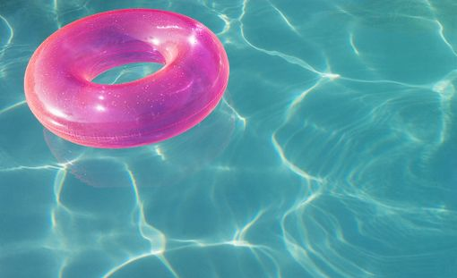 Uimalelut tuppaavat usein jäämään hotelliin. Niinkin usein, että mallorcalaiseen Hipotels Gran Playa de Palma -hotelliin on perustettu turvapaikka, josta lomalaijat voivat adoptoida unohdetun uimalelun matkansa ajaksi.