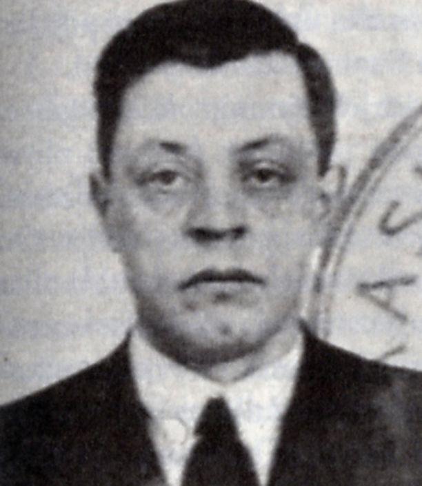 Varatuomari Arno Anthoni nimitettiin valtiollisen poliisin (Valpon) päälliköksi 1941.