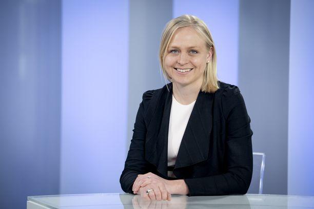 """Elina Lepomäen mukaan tällä hetkellä ensisijaista ei ole se, kuka kokoomuksen """"puikoissa on""""."""