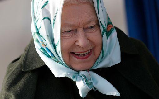 Kuningatar Elisabet rekrytoi jälleen – näillä vinkeillä hakusi huomioidaan hovissa