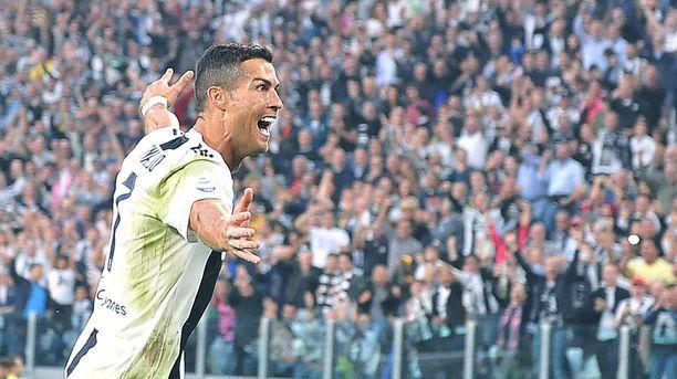 Cristiano Ronaldo saa sankarin vastaanoton Old Traffordilla.