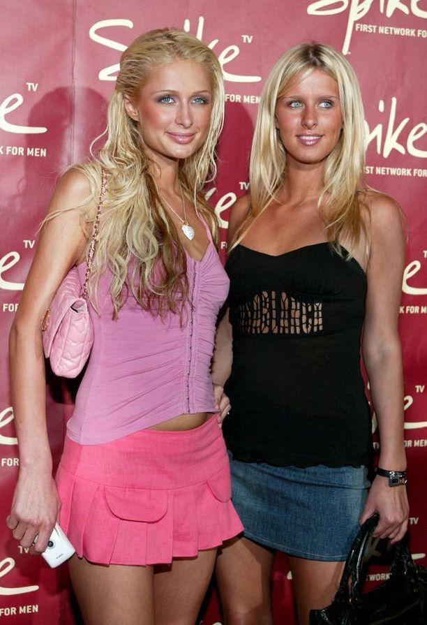 Paris ja Nicky Hilton, 2004