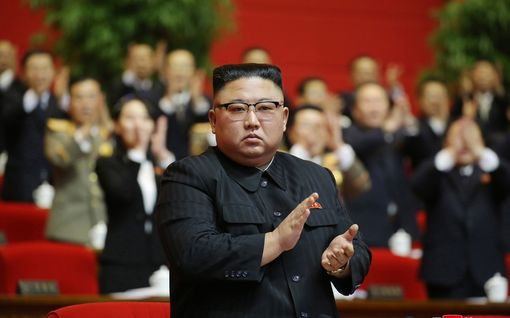 Pohjois-Korea esitteli sukellusveneillä laukaistavia ydinohjuksia - Kim Jong-un nimesi USA:n maan pääviholliseksi