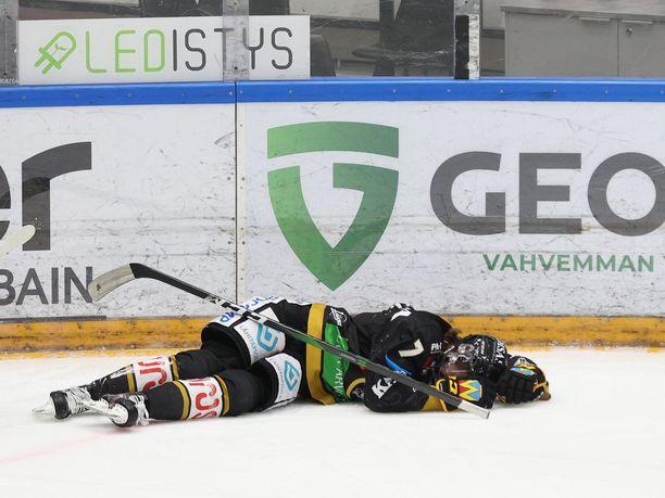 Topi Niemelä loukkaantui 16.helmikuuta ottelussa Turun Palloseuraa vastaan. 18-vuotias pakki on pitkään sivussa.