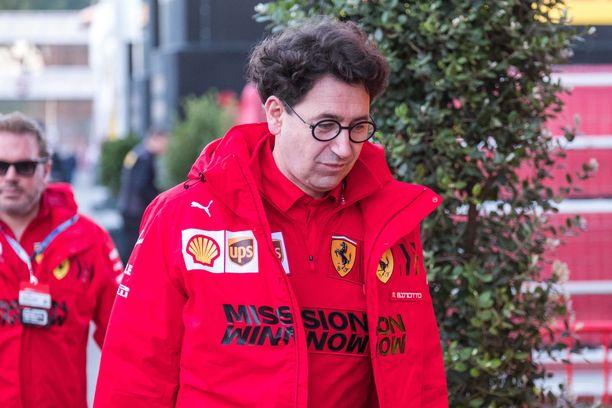 Binotto on ollut Ferrarille suuri apu autoon liittyvissä asioissa, mutta tiimipomona hänestä on ollut vain haittaa.