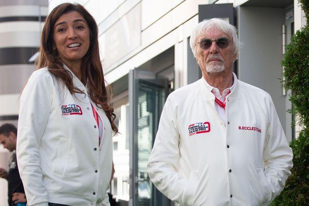 Bernie Ecclestone, 89, yhdessä 47 vuotta häntä nuoremman Fabiana-vaimon kanssa viime vuonna.