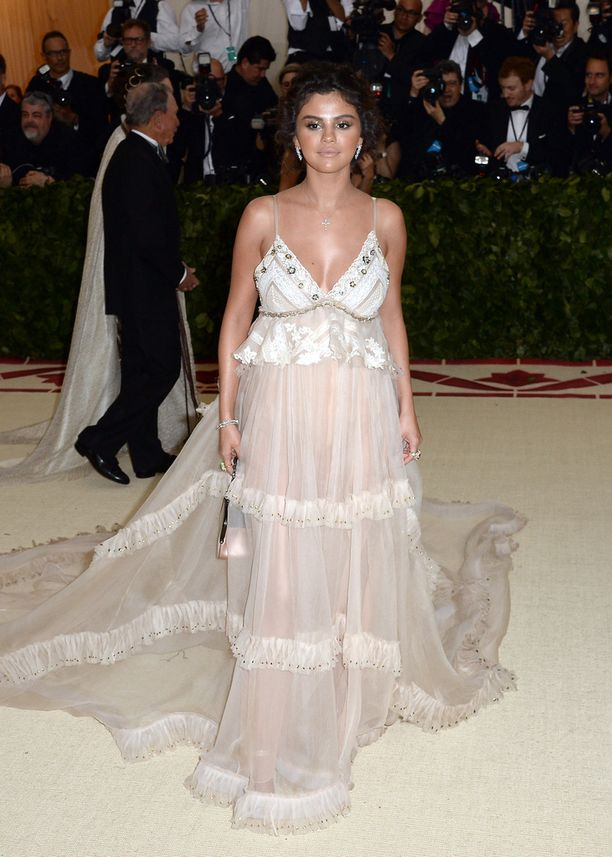 Selena Gomez toukokuun alussa Heavenly Bodies -gaalassa New Yorkissa.