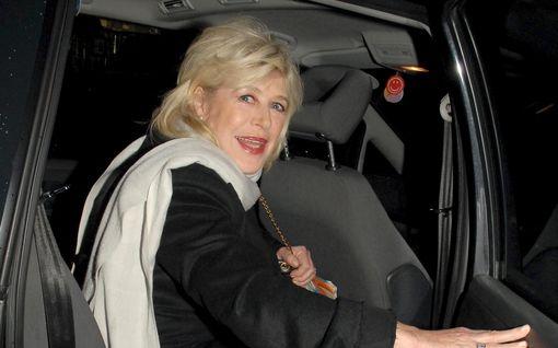 Laulajaikoni Marianne Faithfull, 73, joutui sairaalahoitoon koronatartunnan vuoksi