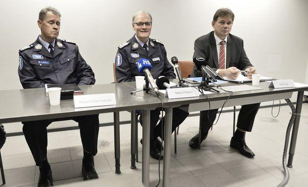 Poliisiylijohtaja Seppo Kolehmainen, entinen poliisiylijohtaja Mikko Paatero ja Helsingin poliisin uusi päällikkö Tomi Vuori. Arkistokuva vuodelta 2013.