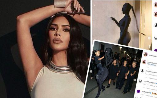 """Kim Kardashian edusti mustassa kokovartalosukassa – fanit kauhistelevat: """"Kim, lapset pelkäävät"""""""