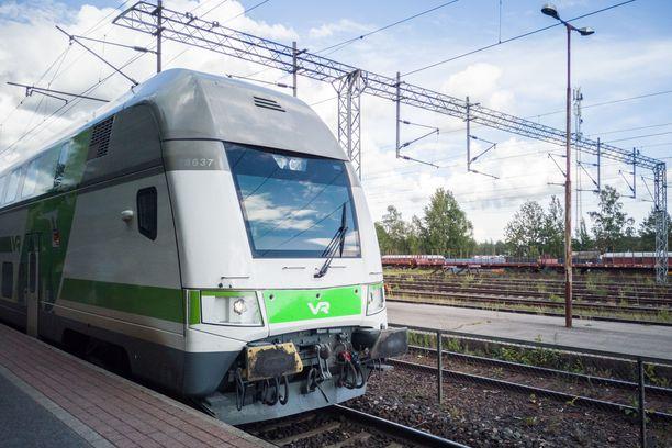 Veturivikaisesta junasta katkaistiin sähköt ja otettiin ilmastointi pois käytöstä.
